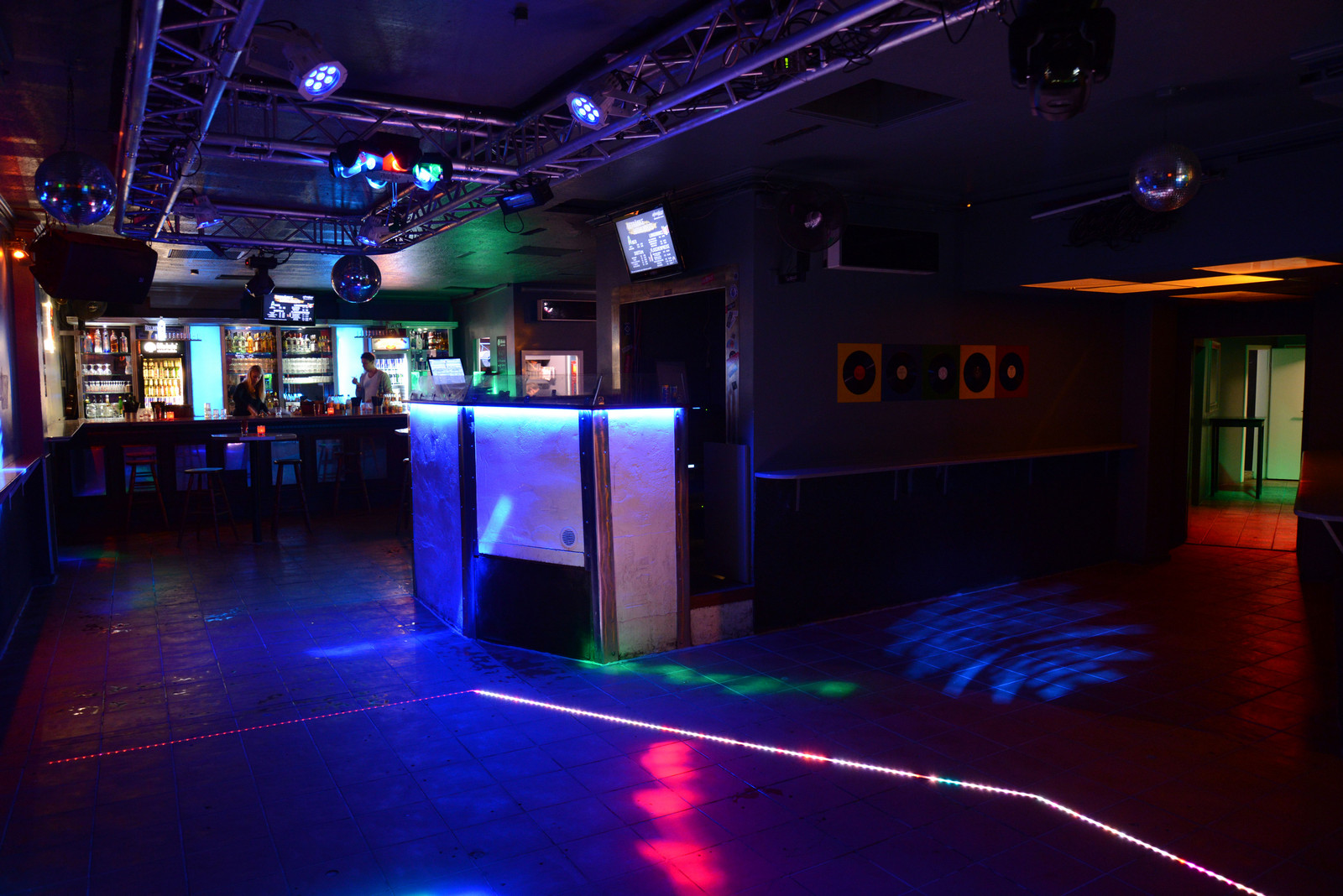 Diskothek Shooters grosser Tresen DJ-Pult